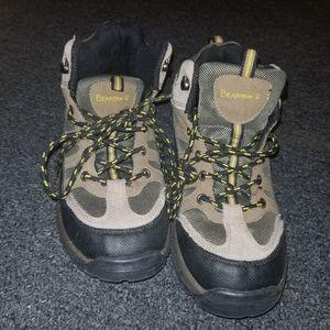 Boys size 5 bearpaw boots